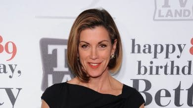 Photo of Where is Wendie Malick now? Net Worth, Height, Husband, Bio