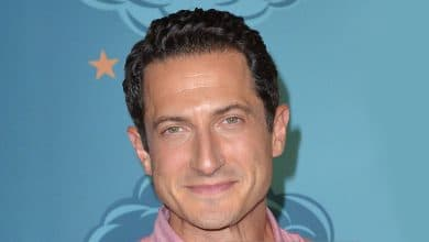 Photo of Sasha Roiz – Height, Wife, Net Worth – Is he married or gay?