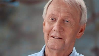 Photo of Who is Paul Hogan married to? His Net Worth, Spouse, Kids