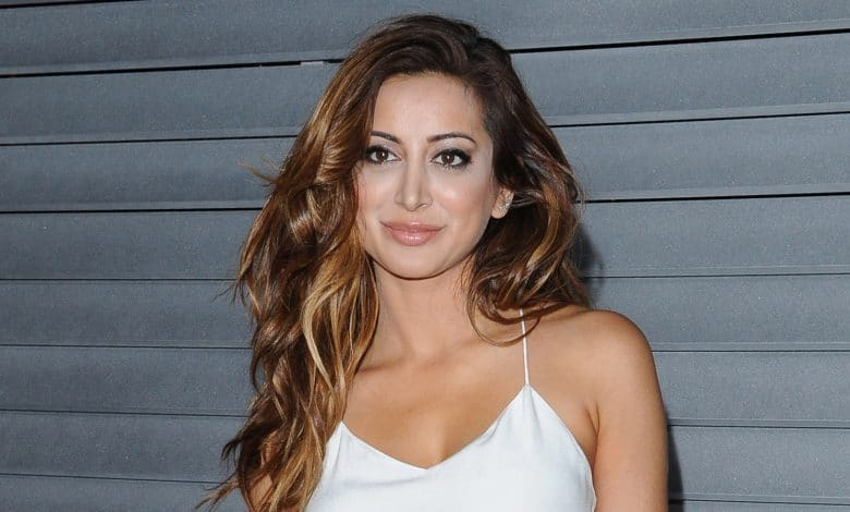 Photo of Noureen DeWulf's Measurements, Net Worth, Husband, Bio