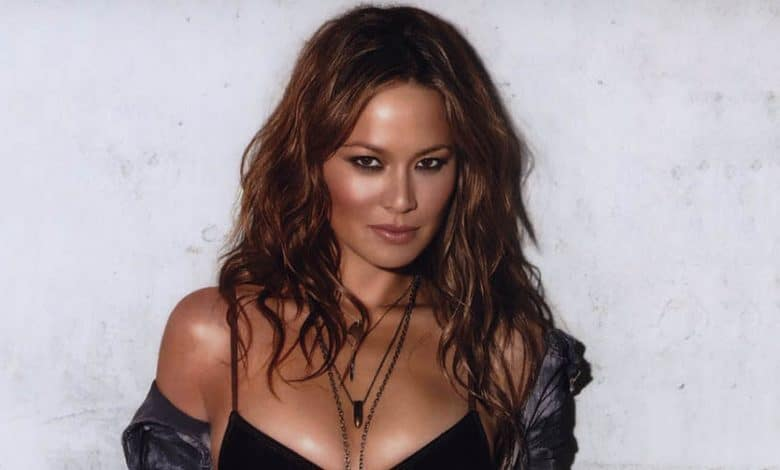 Photo of Moon Bloodgood's Biography – Husband, Net Worth, Parents